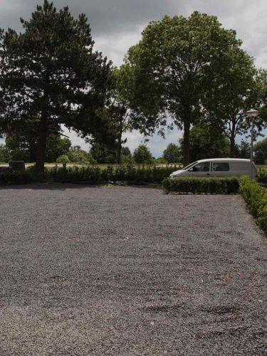 Basalt split parkeerplaats aangelegd